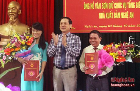 Trao quyet dinh bo nhiem Giam doc va Tong Bien tap Nha xuat ban Nghe An - Anh 2