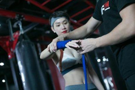 'Gai mot con' Tra My Idol lay lai voc dang thon gon voi kick boxing - Anh 4