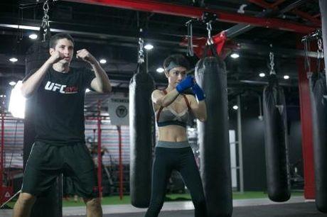 'Gai mot con' Tra My Idol lay lai voc dang thon gon voi kick boxing - Anh 6