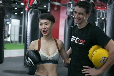 'Gai mot con' Tra My Idol lay lai voc dang thon gon voi kick boxing - Anh 7
