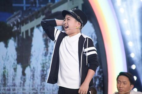 Con trai nuoi Hoai Linh tham gia chuong trinh trieu view tren YouTube - Anh 1