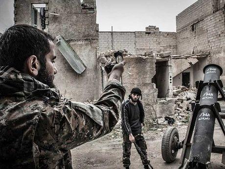 LHQ xep khu dong Aleppo la 'khu vuc bi bao vay' - Anh 1