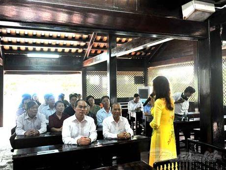 Doan Chu tich UBTU MTTQ Viet Nam thap huong tuong niem Bac Ho - Anh 10