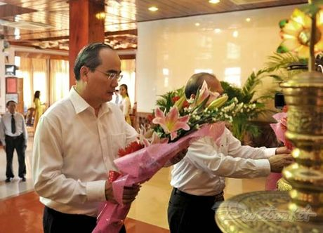 Doan Chu tich UBTU MTTQ Viet Nam thap huong tuong niem Bac Ho - Anh 2