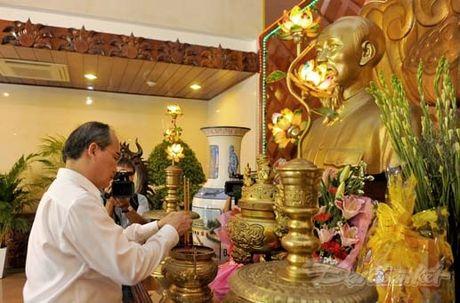 Doan Chu tich UBTU MTTQ Viet Nam thap huong tuong niem Bac Ho - Anh 4
