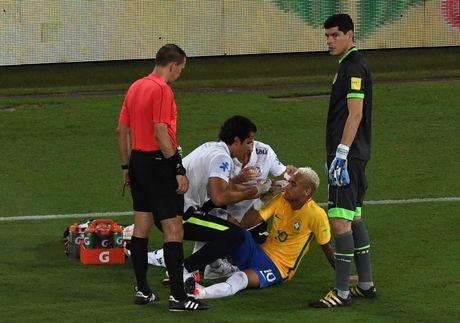 Mau chay dam dia tren guong mat Neymar - Anh 8
