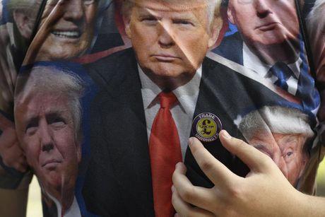 Nguoi dan khap the gioi nghi gi ve Trump - Anh 8