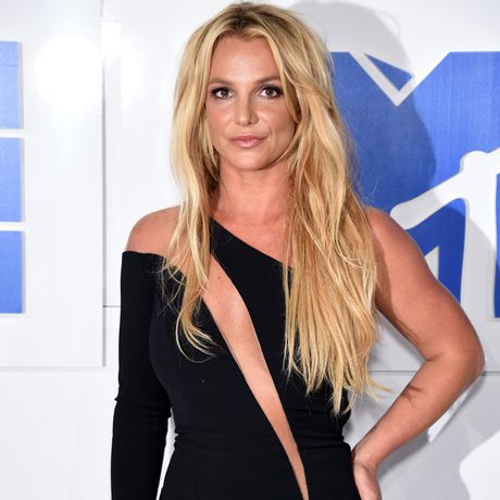 Britney Spears vui khi Brad Pitt doc than - Anh 1
