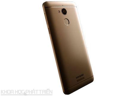 Smartphone selfie, RAM 4 GB, pin 4.010 mAh, gia gan 4 trieu dong - Anh 22