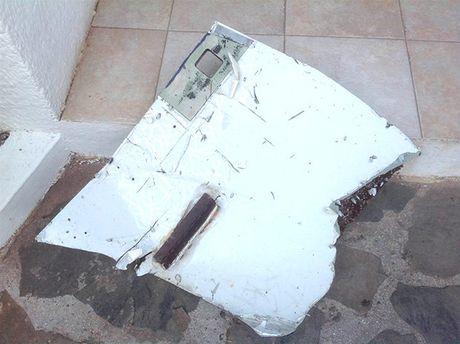 Tim thay nhieu manh vo cua may bay MH370 - Anh 2