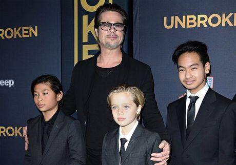 Brad Pitt khoc khi doan tu cac con, Angelina Jolie co nguoi khac? - Anh 1
