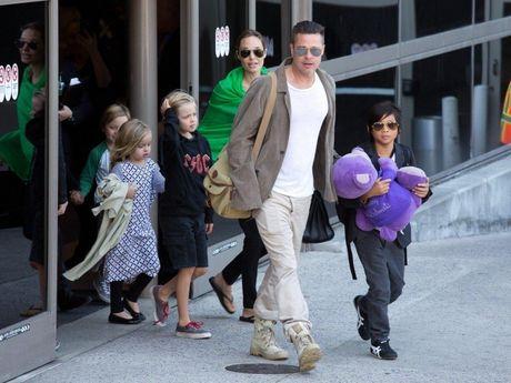 Brad Pitt khoc khi doan tu cac con, Angelina Jolie co nguoi khac? - Anh 2