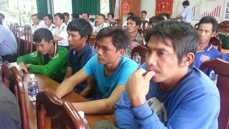 15 ngu dan Quang Ngai trong vu chim tau tu coi chet tro ve cang Cat Lo an toan - Anh 3