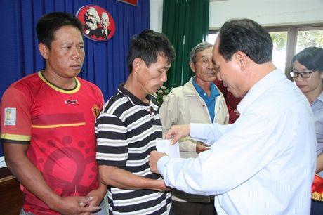 15 ngu dan Quang Ngai trong vu chim tau tu coi chet tro ve cang Cat Lo an toan - Anh 4