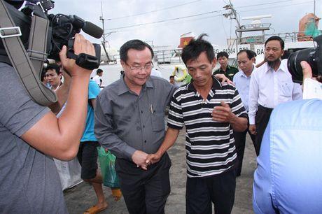 15 ngu dan Quang Ngai trong vu chim tau tu coi chet tro ve cang Cat Lo an toan - Anh 5