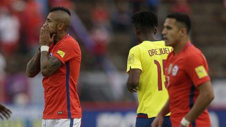 Ecuador 3-0 Chile: Sanchez tit ngoi, duong kim vo dich Copa America thua tham hai - Anh 2