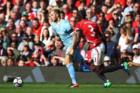 Man United: Eric Bailly la mot trung ve gan hoan hao, chi hoi nong voi - Anh 2