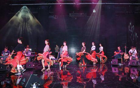 Le Hieu, Quoc Thien hang say tap luyen cho show cua Le Quyen - Anh 12