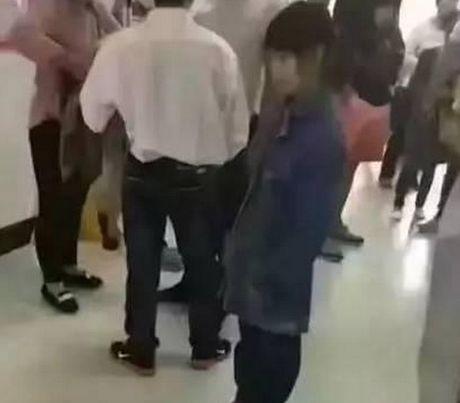 Thong tin be gai 12 tuoi di kham thai gay xon xao cong dong mang - Anh 1