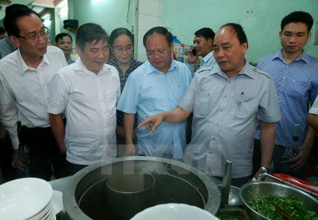 Thu tuong 'vi hanh' kiem tra thuc pham tai Thanh pho Ho Chi Minh - Anh 1