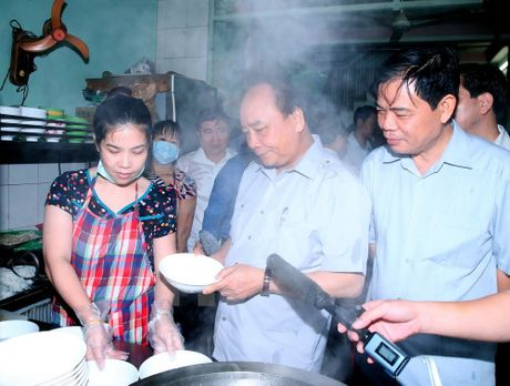 Thu tuong 'vi hanh' kiem tra thuc pham tai Thanh pho Ho Chi Minh - Anh 2