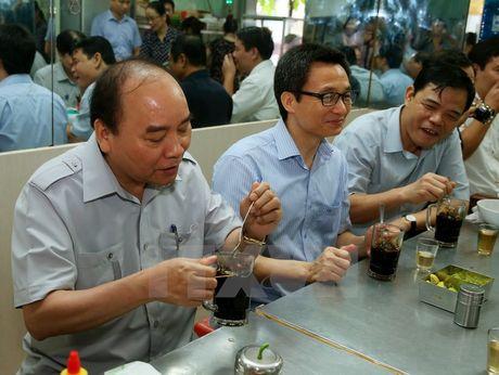 Thu tuong 'vi hanh' kiem tra thuc pham tai Thanh pho Ho Chi Minh - Anh 3