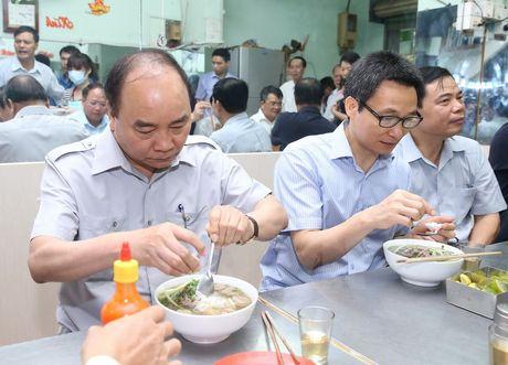 Thu tuong 'vi hanh' kiem tra thuc pham tai Thanh pho Ho Chi Minh - Anh 4