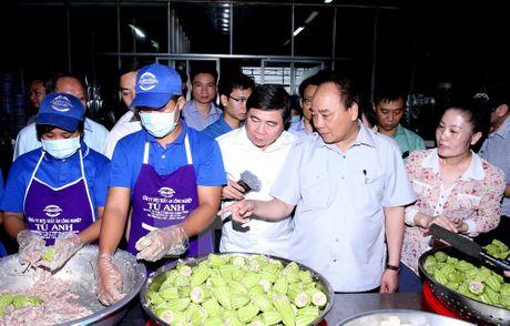 Thu tuong 'vi hanh' kiem tra thuc pham tai Thanh pho Ho Chi Minh - Anh 5