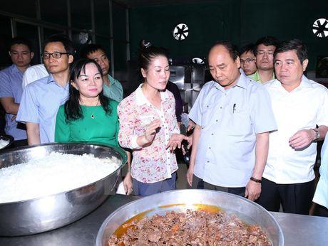 Thu tuong 'vi hanh' kiem tra thuc pham tai Thanh pho Ho Chi Minh - Anh 6