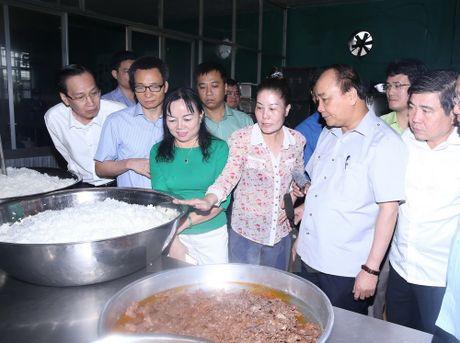 Thu tuong 'vi hanh' kiem tra thuc pham tai Thanh pho Ho Chi Minh - Anh 7