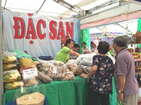 Hoi cho 'Thuc pham-Nong san sach' thu hut nguoi tieu dung Thu do - Anh 7