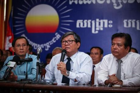Dang doi lap Campuchia lai tay chay hop Quoc hoi - Anh 2