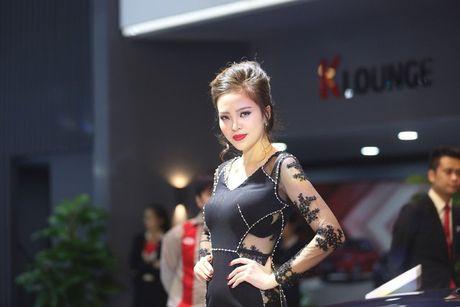 Nhung bong hong 'dep la' khoe sac o trien lam o to Viet Nam 2016 - Anh 8
