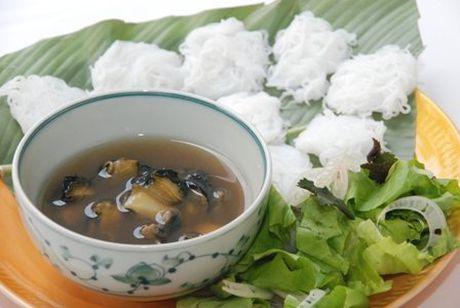 Hang bun oc Ha Noi 'ngon phat hon' khien khach san sang an o via he - Anh 3