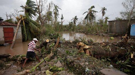 Sieu bao 'Quai vat' khien 870 nguoi chet o Haiti - Anh 1
