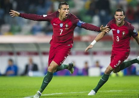 Ronaldo va tiep tuc cau chuyen ve cac doi bong nho - Anh 1