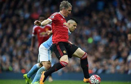 Ballack tiet lo moi quan he giua Schweinsteiger va Mourinho - Anh 1