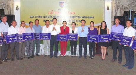 Bo Tu phap ho tro may tinh cho Kien Giang - Anh 4