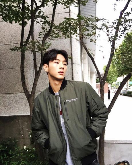 Sao Han 8/10: Lee Jong Suk mat nghiem tuc, Hyun Ah khoe xi tai sac so - Anh 4