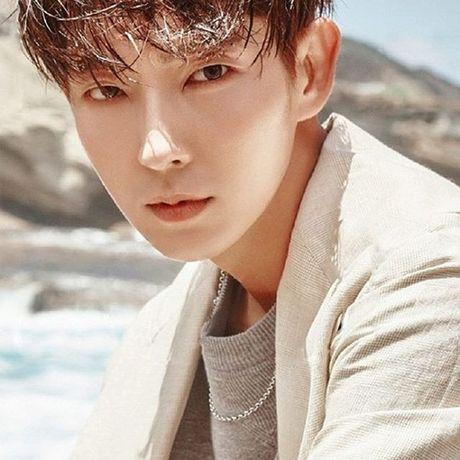 Sao Han 8/10: Lee Jong Suk mat nghiem tuc, Hyun Ah khoe xi tai sac so - Anh 6