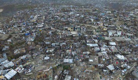 Bao Matthew can quet duong pho My sau khi lam 900 nguoi chet o Haiti - Anh 1