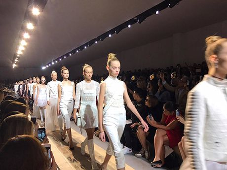 Stylist Viet hiem hoi duoc du show cua Christian Dior - Anh 5
