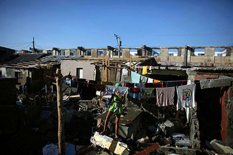 Nan nhan tu vong do bao tai Haiti tang chong mat - Anh 1
