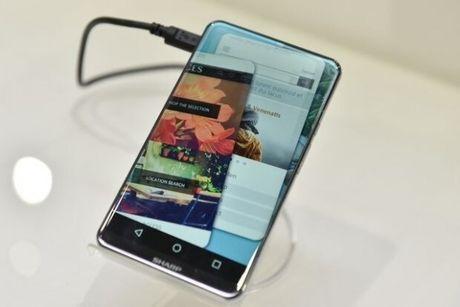 Sharp gioi thieu Corner R - smartphone khong vien, cong tran 4 canh - Anh 1