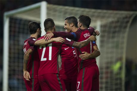 Ronaldo ghi bon ban, Bo Dao Nha dai thang tai vong loai World Cup - Anh 2
