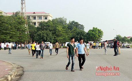 Gan 7500 lao dong do ve Vinh du thi tieng Han - Anh 2