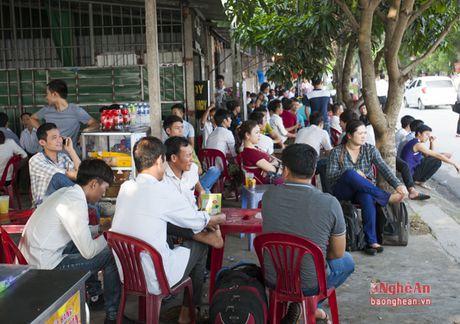 Gan 7500 lao dong do ve Vinh du thi tieng Han - Anh 3
