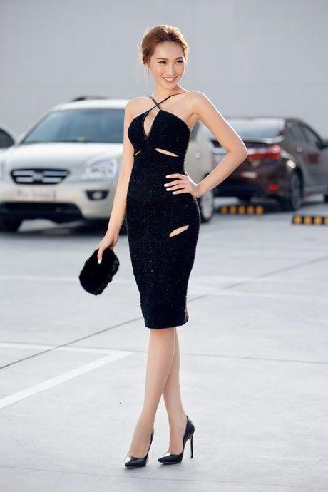 To Uyen Khanh Ngoc khoe eo thon dang ngoc voi street style vo cung cuon hut - Anh 10