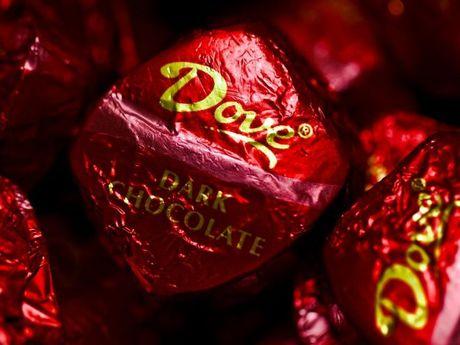 Viec nhan, luong cao: An thu chocolate cho hang san xuat keo? - Anh 1