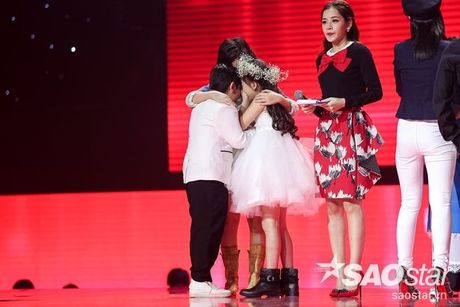 Liveshow 4: Chia tay 3 giong ca tiem nang, Top 6 The Voice Kids lo dien - Anh 25